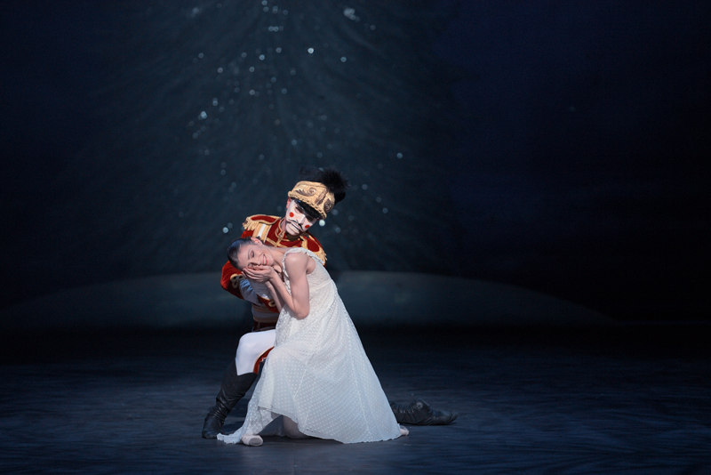 Alina Cojocaru and James Forbat in English National Ballet's Nutcracker (C) Laurent Liotardo