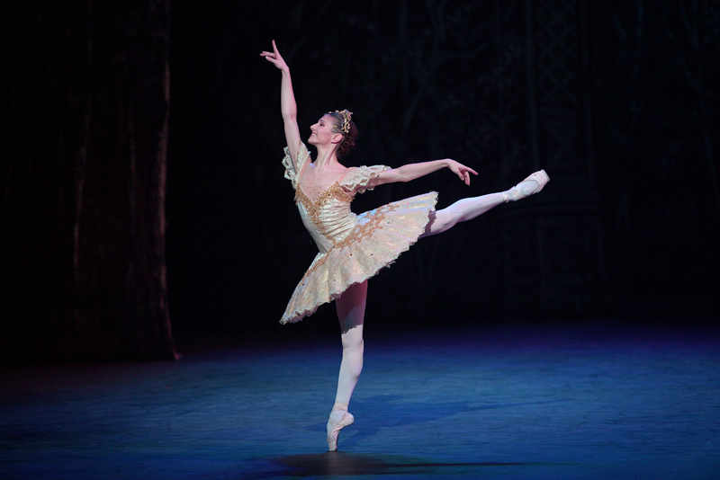Alina Cojocaru in English National Ballet's Nutcracker (C) Laurent Liotardo