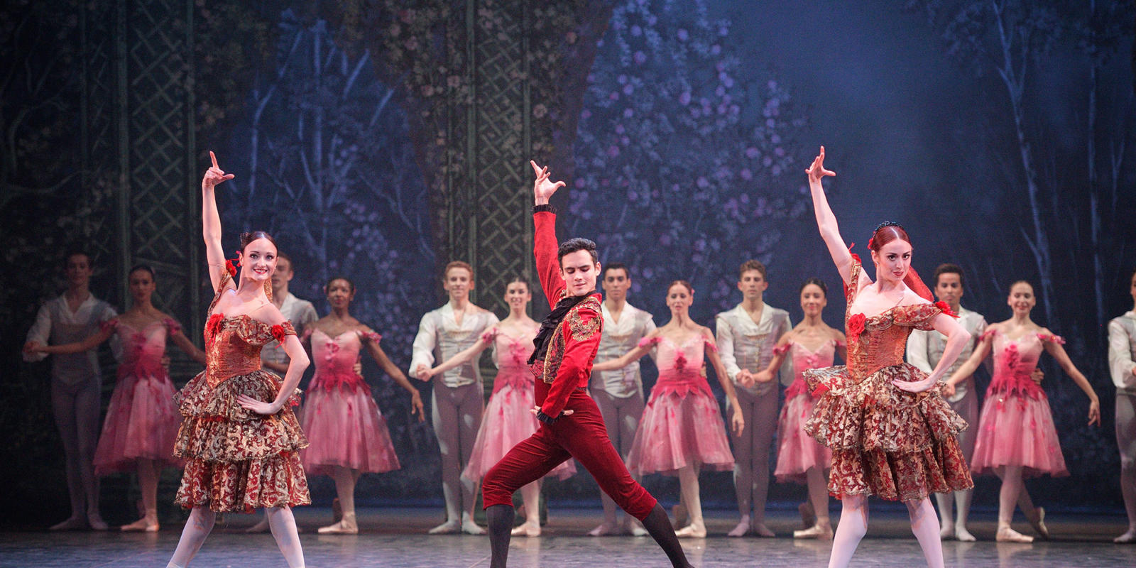 Daniel McCormick in the Spanish dance Nutcracker ® Laurent Liotardo