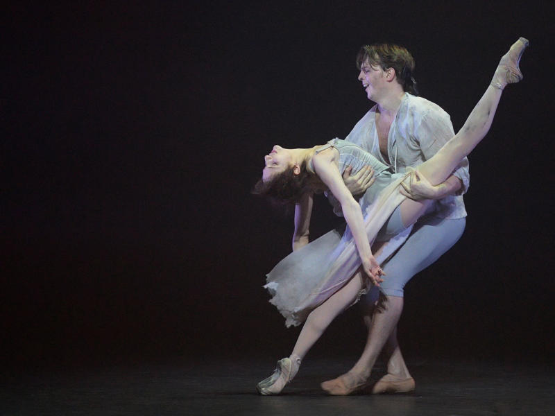 An image from a performance of Manon
